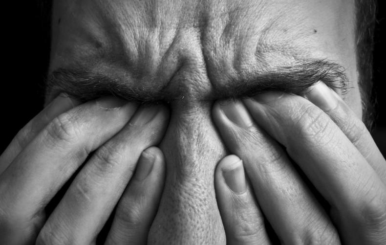 Болит голова и чешутся глаза